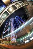 De Scène van de Nacht van Hongkong met Verkeerslicht Stock Fotografie