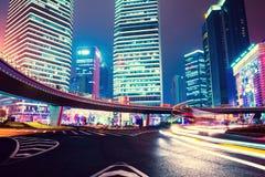 De scène van de nacht van moderne stad Stock Afbeelding