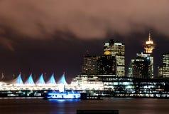 De scène van de nacht van Vancouver van de binnenstad Stock Foto's