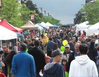 De scène van de straat bij een straatmarkt. Stock Fotografie