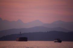 De scène van de zonsondergang op het water Royalty-vrije Stock Foto's