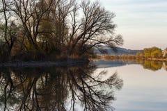 De scène van de zonsondergangrivier - landschapsrichtlijn Stock Fotografie