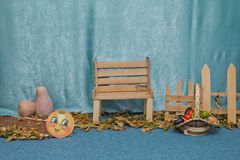 De scène van de herfst de kleurrijke achtergrond scène voor jonge geitjes Het verhaal van de rode kat Royalty-vrije Stock Fotografie