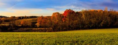 De scène van het dalingsland met het veranderen kleurt dichtbij Troy NY, Hudson Val Stock Foto
