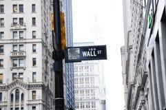De scène van het de straatteken van New York Wall Street Stock Foto's
