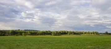 De Scène van het land met de Stormachtige Hemelen van de Avond Royalty-vrije Stock Foto