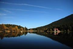 De Scène van het meer in de Herfst Royalty-vrije Stock Afbeelding