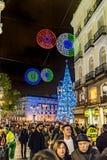 De Scène van Nigth van de Kerstmisdecoratie, Madrid, Spanje royalty-vrije stock foto's