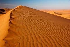 De scène van zandduinen De scène van zandgolven Hete woestijnscène royalty-vrije stock foto