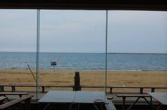 De scène van zandig strand openlucht royalty-vrije stock afbeelding
