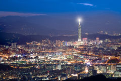 De scènes van de nacht van de stad van Taipeh, Taiwan voor het gebruik van BG Stock Fotografie