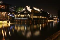 De Scènes van de nacht van Waterige Stad Stock Afbeelding