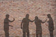 De scèneschaduw van de intimidatie op de muur Stock Afbeeldingen