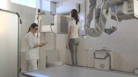 De Scanner van de r?ntgenstraalmachine in Medisch Kabinet binnen stock video