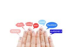De schaal van de klantentevredenheid en huldeblijkenconcept met gelukkige menselijke vingers stock afbeeldingen