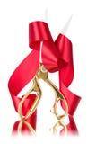 De schaar sneed het rode lint royalty-vrije stock afbeelding