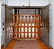 De schacht van de lift met poort Royalty-vrije Stock Afbeelding