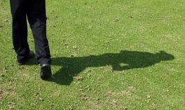 De schaduw van de golfspeler stock afbeelding