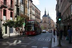 De schaduwrijke straat van Madrid royalty-vrije stock foto