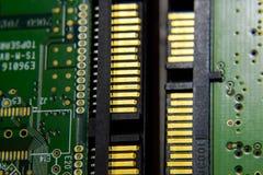 De schakelaar Elektronische raad van de Sata harde aandrijving met elektrocomponenten Elektronika van computerapparatuur Stock Foto's