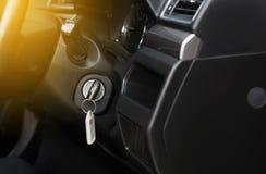 De schakelaar van het autosleutelgat voor motorbegin en einde, voor de aanvang van de motor royalty-vrije stock foto