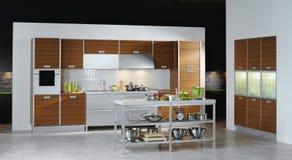 De schalen van de keuken op de lijst Stock Afbeelding