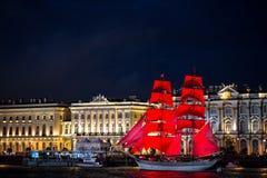 De Scharlaken zeilen van heilige Petersburg stock afbeeldingen