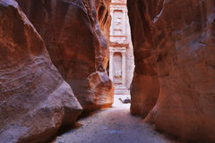 De Schatkist Al Khazneh van Petra Ancient City met Kameel Stock Foto
