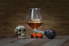 De schedel en het Drinken niet Drijfstilleven stock fotografie