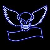 De schedel van het neon met vleugels over een banner Stock Afbeeldingen