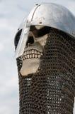 De schedelhelm van de ridder en chainmail stock fotografie
