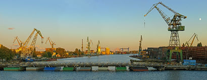 De Scheepswerf van Gdansk in een panorama Royalty-vrije Stock Afbeelding