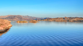 De schemer, Zonsondergangmening overziet, Meer Mead National Recreation Area, NV stock foto
