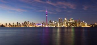 De schemercityscape van Toronto Royalty-vrije Stock Afbeeldingen
