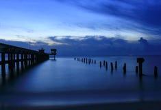 De schemeringtijd van het zonsonderganglandschap mooi bij brug Royalty-vrije Stock Fotografie