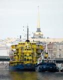 De schepen bij een meertros Stock Foto's