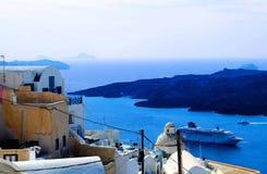 De Schepen Griekenland van Therasantorini Oia Islandwith Volcano With Ancient Houses And Stock Foto
