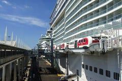 De schepen van de cruise bij de haven van Barcelona Royalty-vrije Stock Foto's
