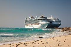 De Schepen van de cruise in de Grote Eilanden van Turk Royalty-vrije Stock Foto