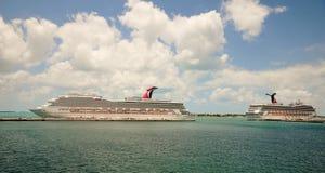 De schepen van de cruise die bij de haven van Key West worden gedokt Stock Fotografie
