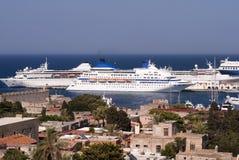 De schepen van de cruise helemaal over Royalty-vrije Stock Afbeeldingen