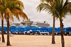 De Schepen van de cruise in Philipsburg, St. Maarten Stock Foto's