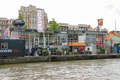 De schepen van de ligplaatsexcursie op de waterkant in Amsterdam Royalty-vrije Stock Foto