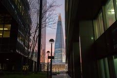 De Scherf torenhoog over Londen Stock Afbeelding