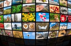 De schermen die een grote uitzendings videomuur vormen van verschillende media Royalty-vrije Stock Afbeelding