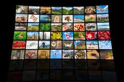 De schermen die een grote uitzendings videomuur vormen van verschillende media Stock Foto