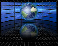 De schermen en binair getal met Aarde Stock Foto's