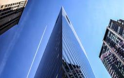 De scherp-in het nauw gedreven bouw in centrum van Chicago Stock Foto's