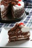 De scherpe cake van de chocolade stock afbeelding
