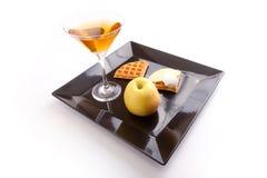 De Scherpe Plakken van de appel met Drank Stock Foto's